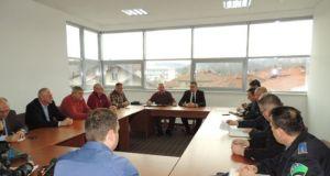 Detalj sa sastanka u kabinetu načelnika općine Srebrenik Nihada Omerovića