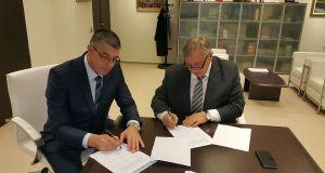 Detalj sa potpisivanja ugovora